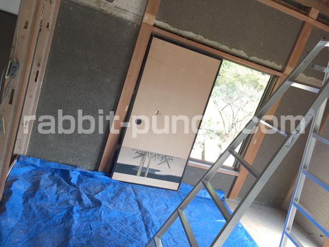 解体は襖で窓ガラスを保護
