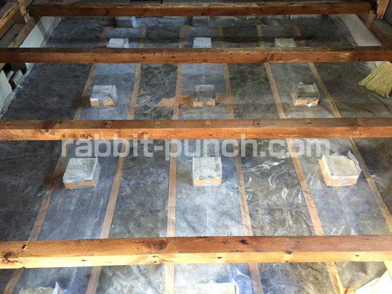 湿気対策に防湿シートをDIY施工