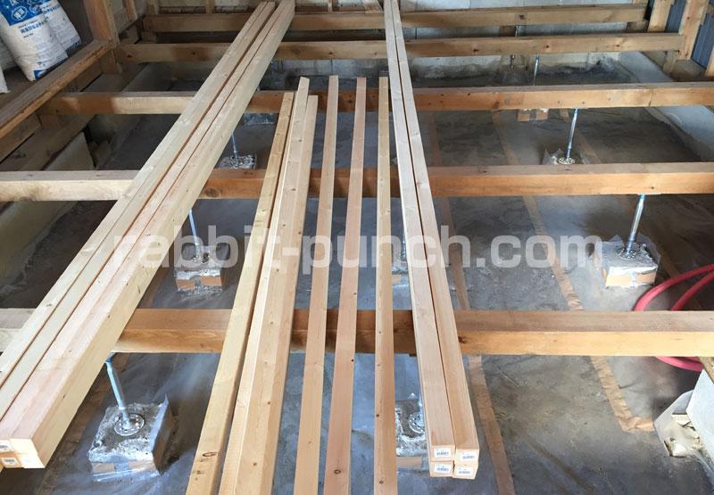 根太垂木材を搬入