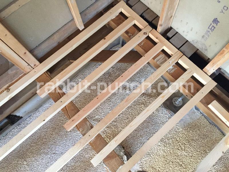 冷蔵庫を置く場所の根太を増やして床下地の強化