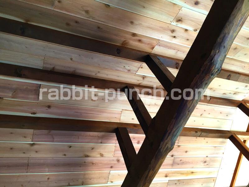 意外とキレイに仕上がった梁見せ天井DIY