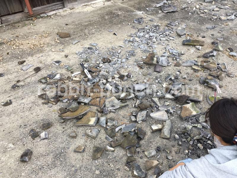 土間コンクリート砕石の代わりに瓦を割って使った