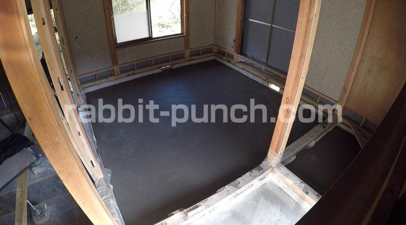 土間コンクリートをコテ仕上げまで乾燥させる