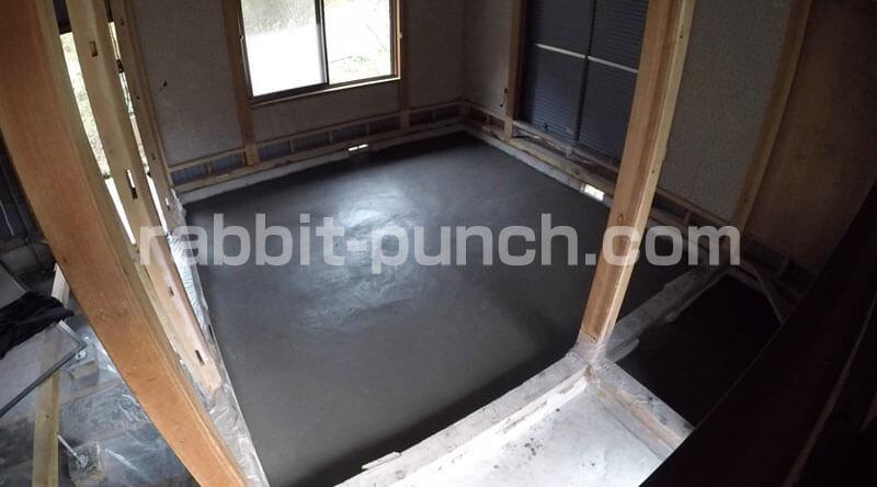 土間コンクリートのコテ仕上げのあとは1日24時間乾燥させて完成