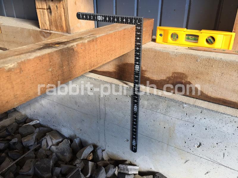 コンクリート厚の目印を基礎にマーク