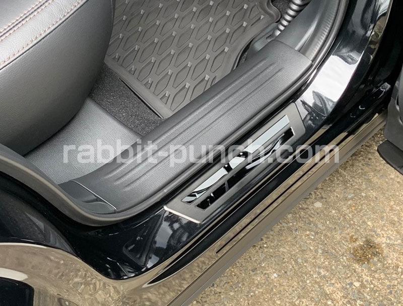 CX-5社外品パーツのスカッフプレート後部座席装着アフター