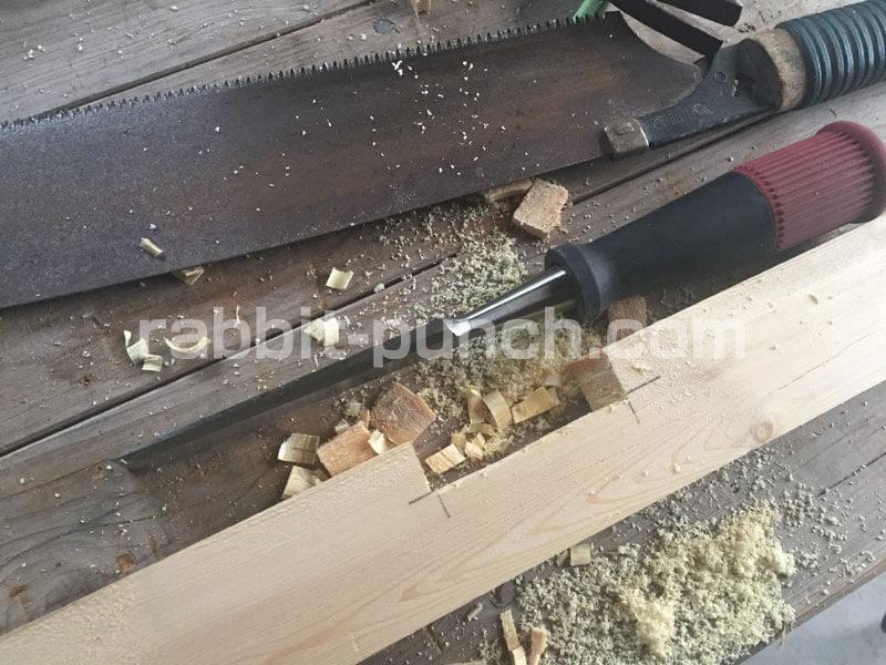壁下地の胴縁に溝を掘る
