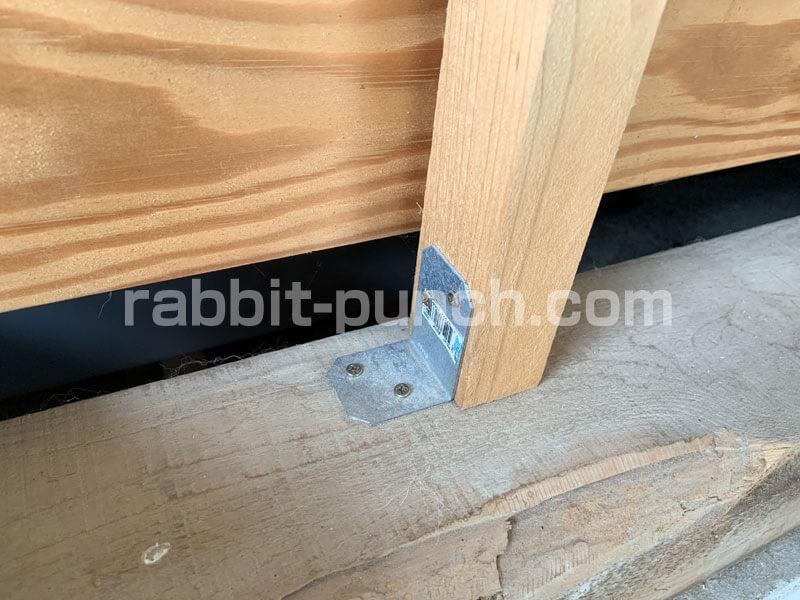 筋交いの壁下地はL字金具で固定