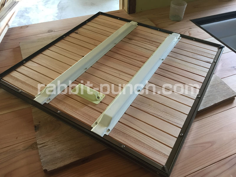 床下収納&点検口DIY:裏面に金具取り付けで強度アップ