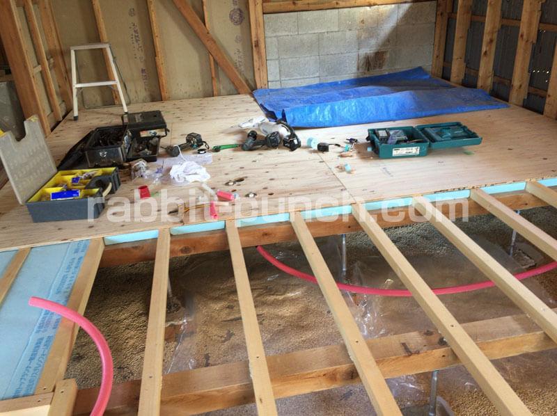 キッチンの給水管と排水管の配管工事