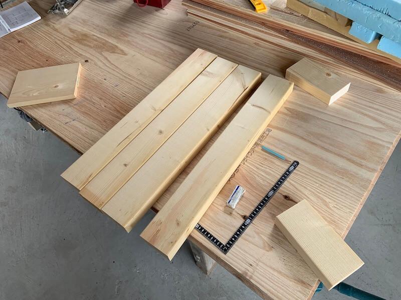 キッチン棚には2×4材を使う
