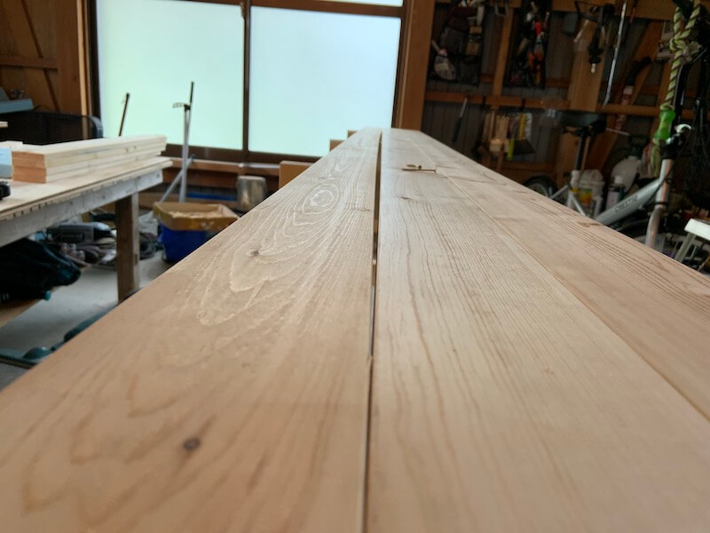 キッチン棚の天板には1×4材を使用