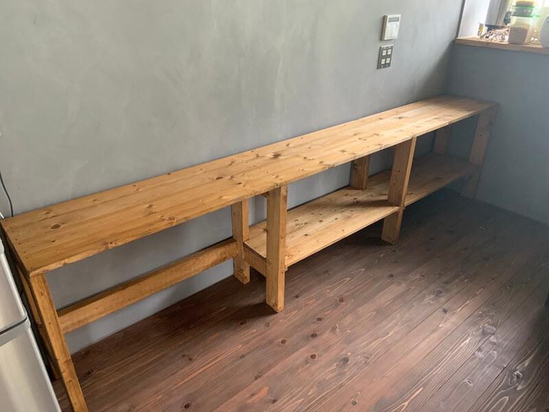 棚板を取り外したキッチン棚